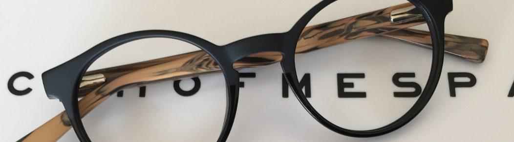 paire de lunette sur échelle d'acuité proposée par Optique 16 à domicile, service d'optique à domicile proposé par Florence Thos opticienne