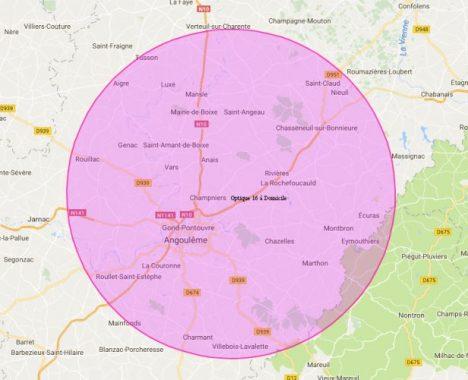 Une carte avec un cercle d'une superficie de 25 km autour de Brie correspondant à la zone couverte sans frais supplémentaires par optique 16 à domicile. On y aperçoit les communes de Tusson, Aigre, Luxé Mansle, Saint-Claud, NIeul, Maine-de-Boixe, Saint-Angeau, Chasseneuil-sur-Bonnieure, Rouillac, Genac, Saint-Amant-de-Boixe, Anais, Vars, Rivières, La Rochefoucauld, Champniers, Gond-Pontouvre, Angoulême, Chazelles, Montbron, Ecuras, Montbron, Eymouthiers, Chazelles, Marthon, La Couronne, Roullet-Saint-Estèphe, Charmant, Villebois-Lavalette